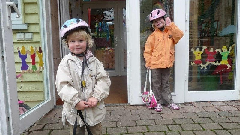 children-helmets-drop-off-min
