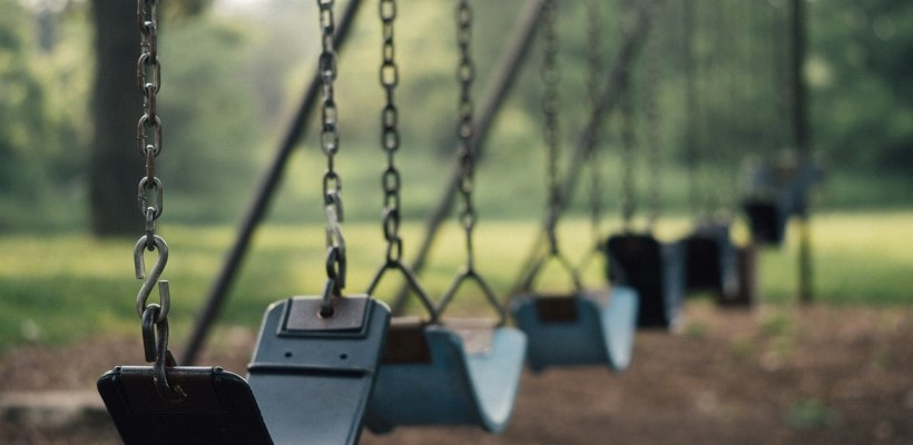 playground-swings-820x400